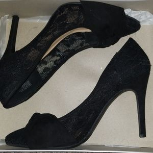Black Lace Pumps With Bow